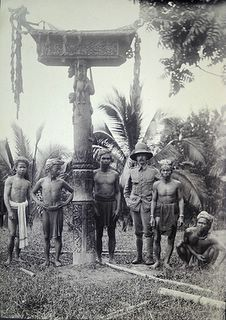 Antique and Classic Photographic Images. Dajaks (Dayaks), Borneo (Netherlands Indies) ca 1900. Coffin Photographer unknown