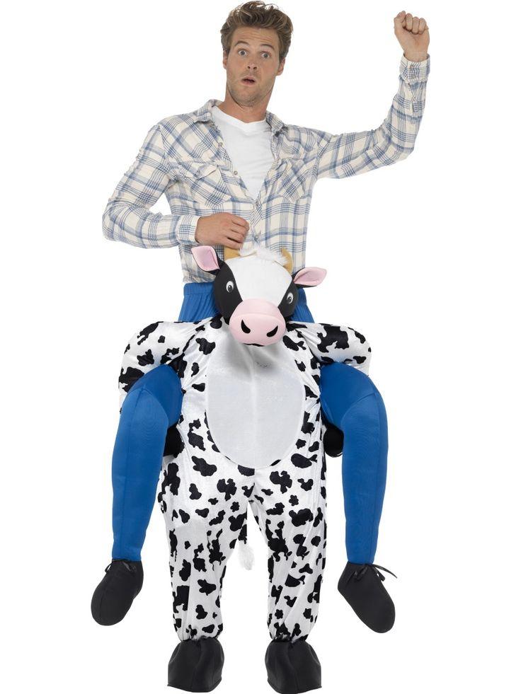 Lehmän reppuselässä. Lehmä jaksaa kantaa selässää standardikokoisen hulluttelijan. Naamiaisasu sopii sekä miehille että naisille.