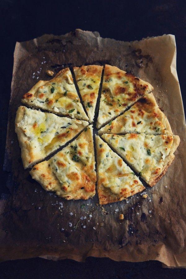 RICOTTA, PARMESAN & THYME PIZZA [leparfait] [parmigiano-reggiano, parmesan]