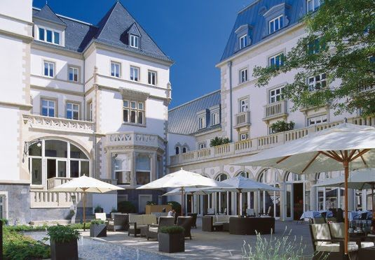 Aufenthalt in luxuriösem Fünf-Sterne-Hotel in Frankfurt, inklusive Frühstück, Zugang zum Spa-Bereich und optionalem 3-Gänge-Abendessen
