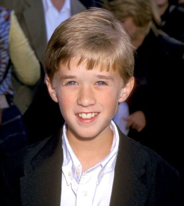 Haley Joel Osment is the famous child actor who is best known for his role in the blockbuster film The Sixth Sense with Bruce Willis. Description from thefemalecelebrity.info. I searched for this on bing.com/images