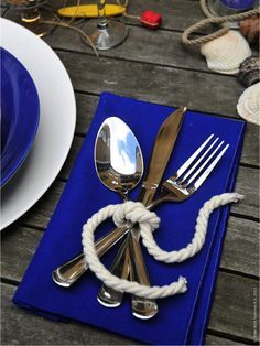 LOVE LOVE LOVE This simple setting is perfect for a nautical wedding.Repin by Inweddingdress.com