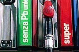 Blitz di controlli ai distributori di benzina: clienti truffati » Spettegolando