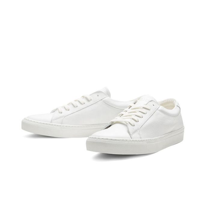 White leather trainers. Its clean lines make this shoe very easy to style | JACK & JONES #footwear #menswear #menstyle #men #shoes #sneaks