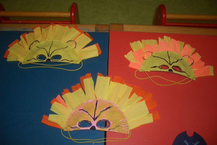 Le maschere con i piatti di carta...mezzo piatto di cartaaa!!!   I leoni.