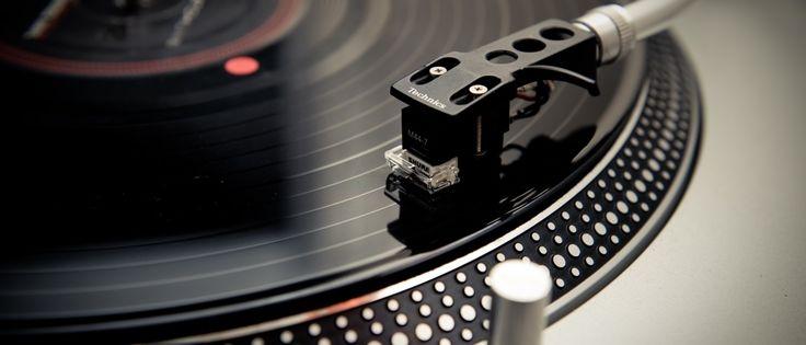 """Como diferencial do produto está um motor """"direct-drive"""", que promete melhorar a qualidade das mídias reproduzidas; outros três dispositivos de áudio receberam o selo 'Technics' da Panasonic"""