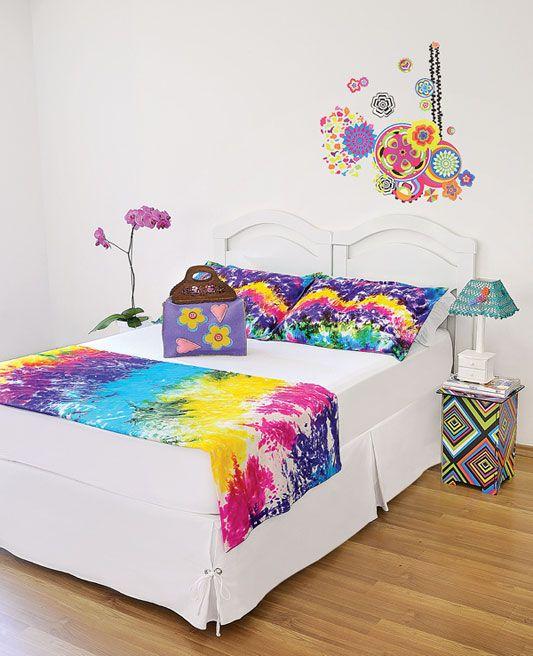 Confira passo a passo para fazer um lindo lençol ou jogo de cama, usando a técnica de pintura tie-dye. Dicas para você aprender.