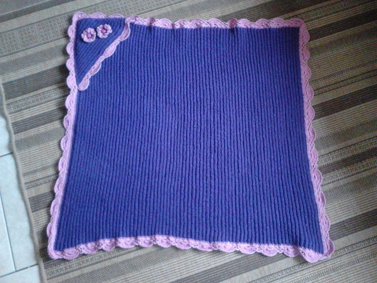 mantita con capucha para bebe, tejida en hilo a crochet