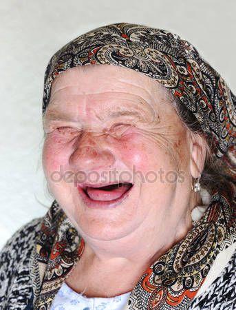 Scarica - Persona anziana, posa ritratto naturale ridere — Immagini Stock #21434957