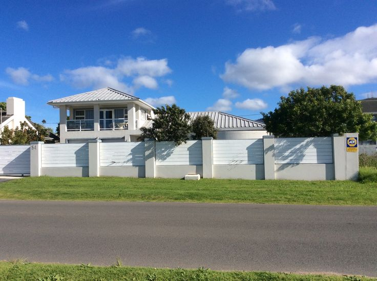 Studioat54 is a High Spec studio apartment within a residential dwelling. We are located in a quiet suberb close to the famous Hermanus Cliff Path and Town centre where there are fine restaurants and good shopping.
