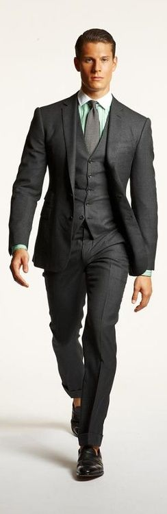 Green contrast collar custom dress shirt under 3 piece suit. Men's Fashion  #workstyle   http://www.halftee.com