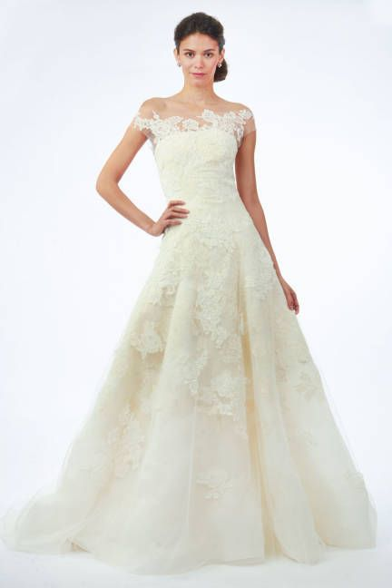 Best bridal looks from Fall 2014: Oscar de la Renta ivorv lace off-the-shoulder wedding dress