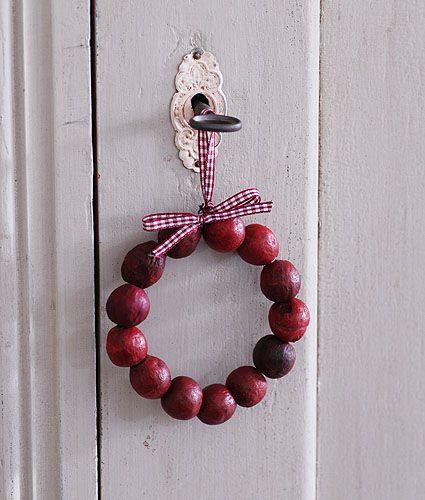 Mini berry wreath