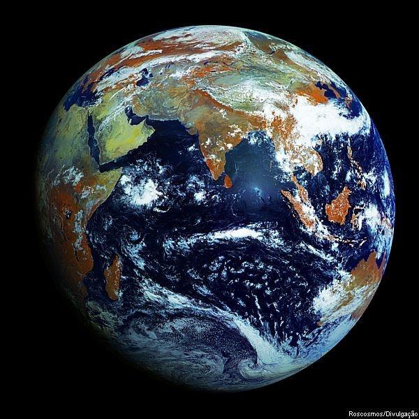 A Roscosmos, Agência Espacial da Rússia, divulgou nesta sexta-feira, 11, uma imagem da Terra registrada pelo Elektro-L. É a maior imagem da Terra já registrada, com 121 megapixels.