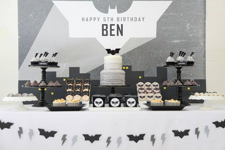 Am showcasing parties I spy during the week that I love and absolutely love this modern take on a Batman party by Sugar Coated Mama, I think...