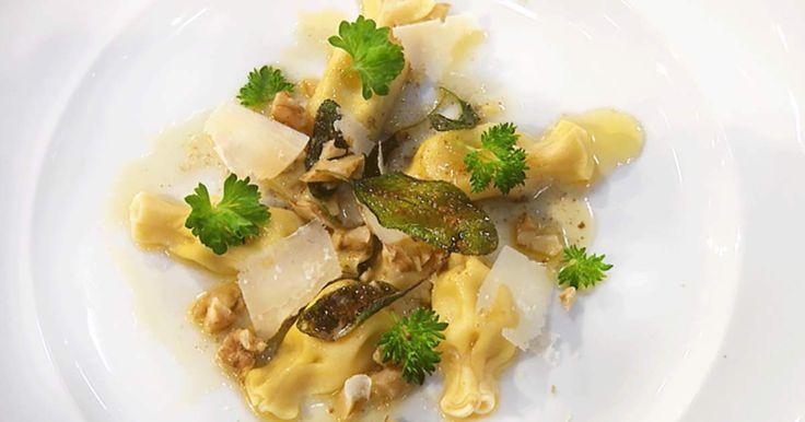 Sandra Mastios pasta Caramelli med smakrik gorgonnzola och päron är som ljuv musik i munnen. En garanterat ny favorit bland pastaälskare!