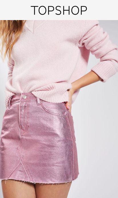 Add an eye-catching sheen to your look with this pink metallic mini skirt. In a classic cut, it sits above the knees and is finished with a cool raw hemline.