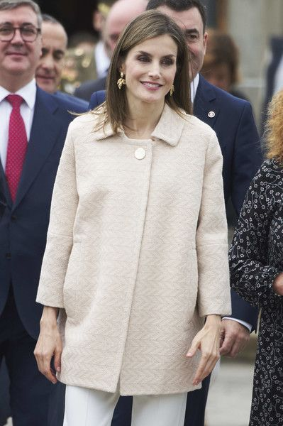 "Queen Letizia of Spain Photos Photos - Queen Letizia of Spain attends the opening of 2016-2017 training course at Secondary School ""San Rosendo"" on October 4, 2016 in Mondonedo, Spain. - Queen Letizia of Spain Inaugurates the FP Course"