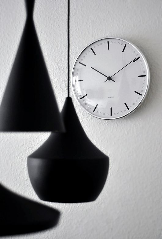 Arne Jacobsen Scandinavian Design Classic, light, black, clock