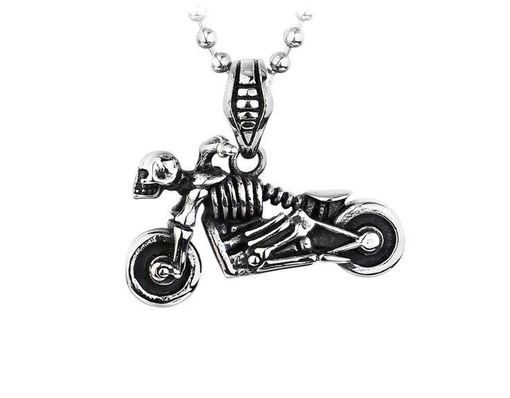 Morsomt halskjede med skjelett på motorsykkel. Anhenget er laget i rustfritt stål. Godt julegavetips for motorsykkelføreren.
