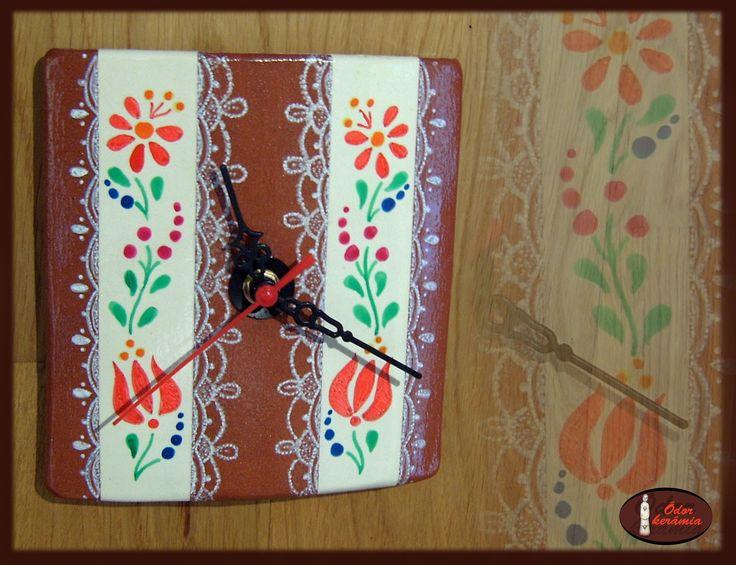 Hungarian folk motives ceramics  - Kerámia óra (engóbozott, mázazott westerwaldi fehér agyag, porcelán festéssel) - Ódor kerámia