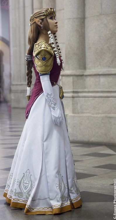 Princess Zelda - Legend of Zelda: Twilight Princess Cosplay  I do NOT own this image or cosplay. All rights go to the respective owners.