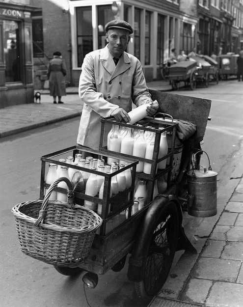 Delivering milk bottles house to house  - back in the day (De melkboer kwam aan huis)
