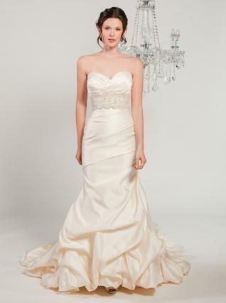 : Wedding Dressses, Cream Pearls, Dresses Style, Couture Katarina, Dresses 9102, Couture Dresses, Winnie Couture, Satin Wedding Dresses, Sweetheart Neckline