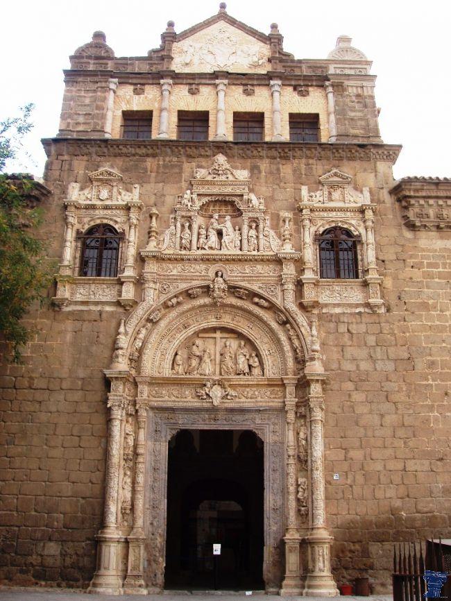 Hospital de Santa Cruz en la actualidad es el Museo de Santa Cruz, comenzó su construcción a principios del siglo XVI, por el cardenal don Pedro González de Mendoza. Hospital de Santa Cruz