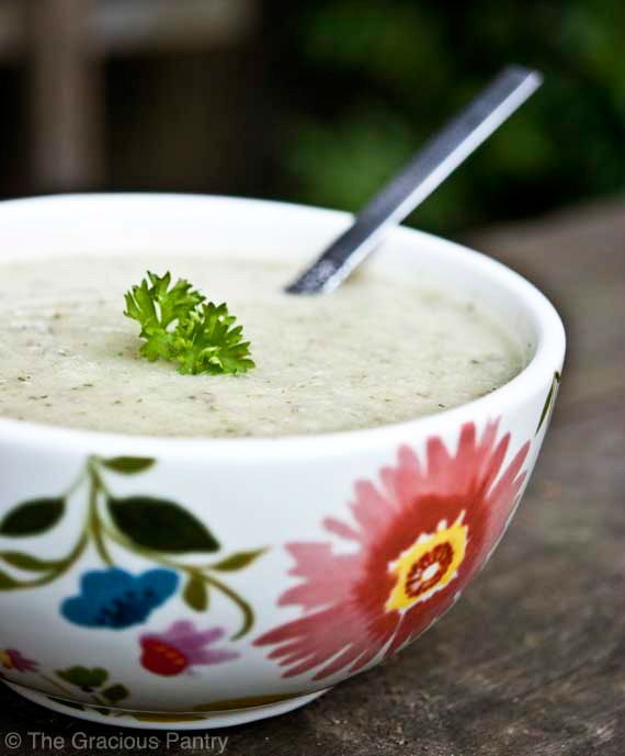 Clean Eating Cauliflower Soup Recipe ~ http://www.thegraciouspantry.com