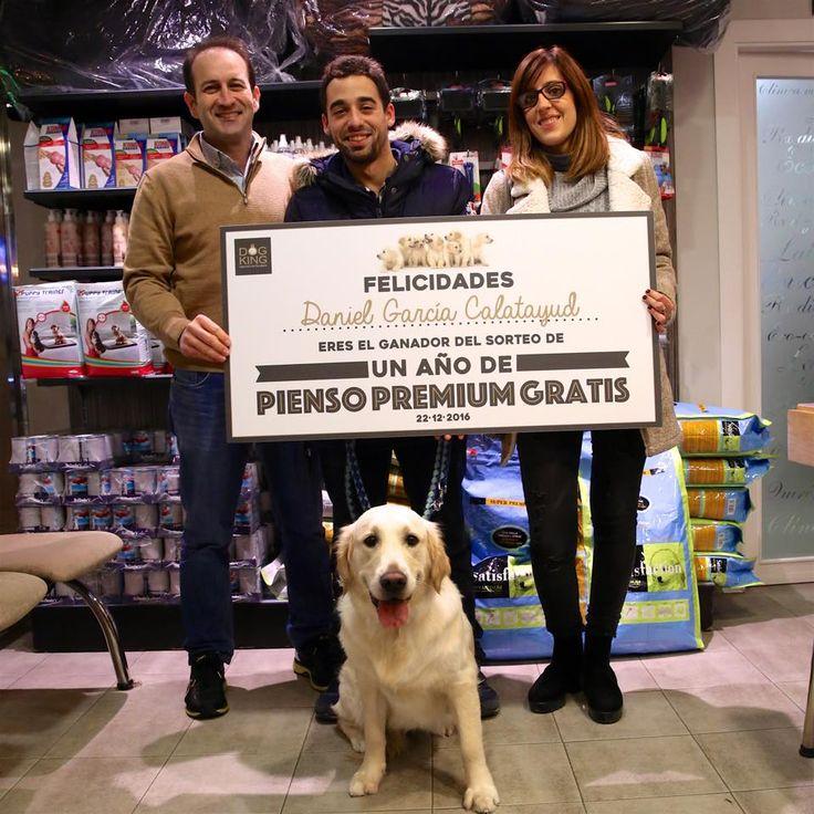 Momento de la entrega del cheque al ganador de la 4a edición del sorteo DOGKING de #pienso premium. Enhorabuena Daniel García Catalayud. #pensamosenti #madewithlove #unomás #perros #cachorros #sorteo #familiaDOGKING #gracias