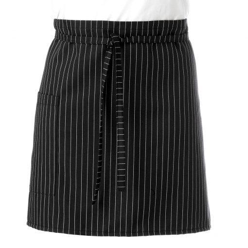 Delantal de raya diplomática de 42 cm de largo x 80 cm de ancho con cintas de tejido negro. Tiene un bolsillo de 20 cm de largo x 18 cm de ancho. No se mancha con lejía. #delantal #raya #diplomatica #uniforme #camarero #camarera