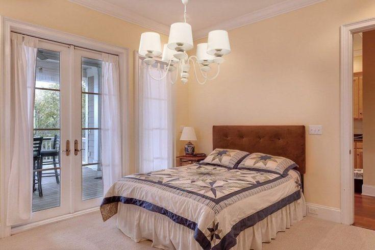 Jakie wybrać oświetlenie do sypialni, tak żeby móc się zrelaksować i wypocząć. Czym się sugerować ? Na naszym blogu znajdziesz odpowiedź.