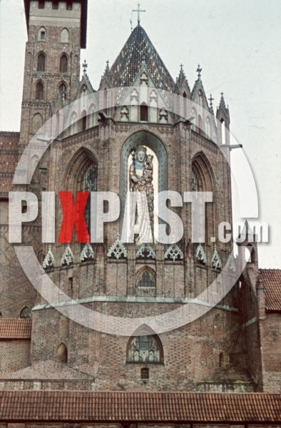 ww2 color photo slide farbdia agfacolor filmosto Malbork Marienburg Poland 1941 castle tower Mary madonna figure statue jesus Description: castle of Marienburg with the 8m high madonna figure, Poland 1941 by Franz Krieger