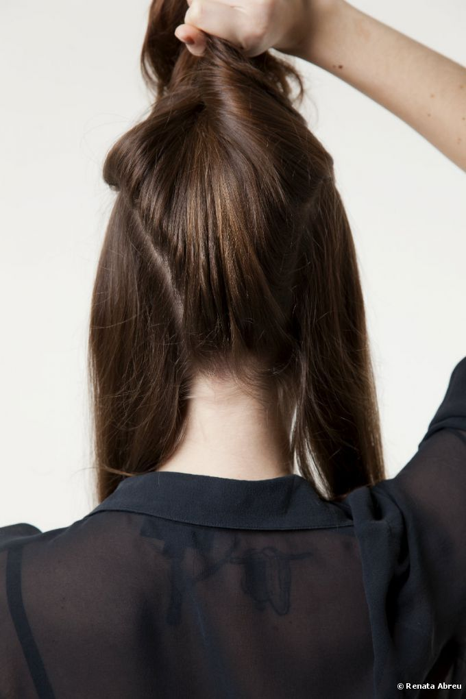 Passo a passo: confira como preparar um penteado sofisticado, com trança e mechas torcidas