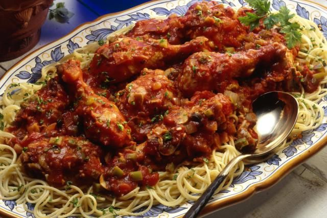 Crockpot Chicken Cacciatore is a delicious and healthy recipe made with lots of tomatoes, mushrooms, garlic, and herbs.