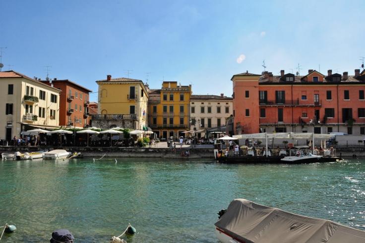 Gezellige terrasjes aan het water in Peschiera del Garda