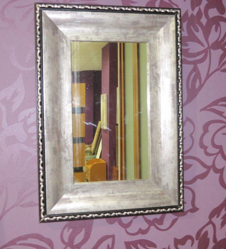 Espejo con marco en tonos dorados y negros! Elegancia y funcionalidad para decorar tu hogar!
