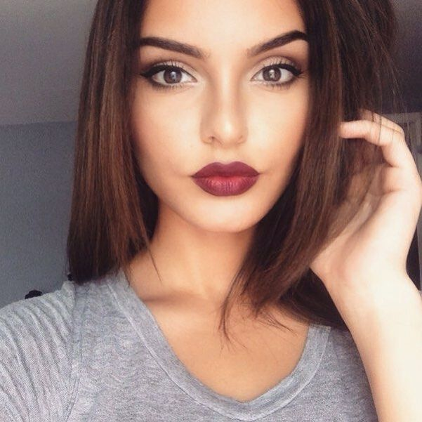 Simple eyes and a bold lip