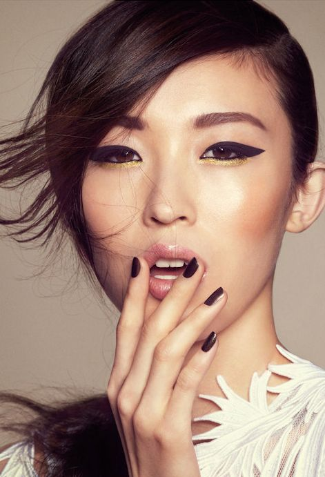 Oriental; Makeup; Eyeliner; Black nails