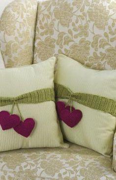 crochet pillows Kissen mit herzkirschen <3