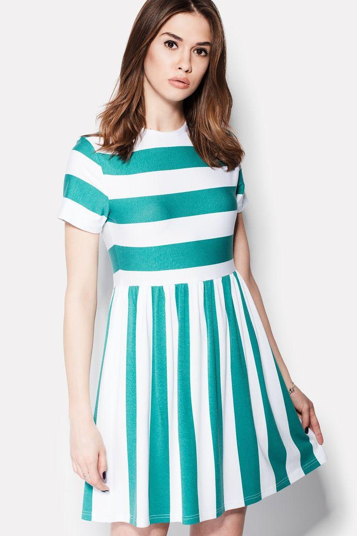 Белое платье ENAMEL из материала вискозы в ментоловую полоску. Платье без застежек и карманов, имеет короткий рукав, отрезную талию и округлую горловину. Полоски ткани идут в двух направлениях: верх – горизонтальные широкие полосы, низ – вертикальные.