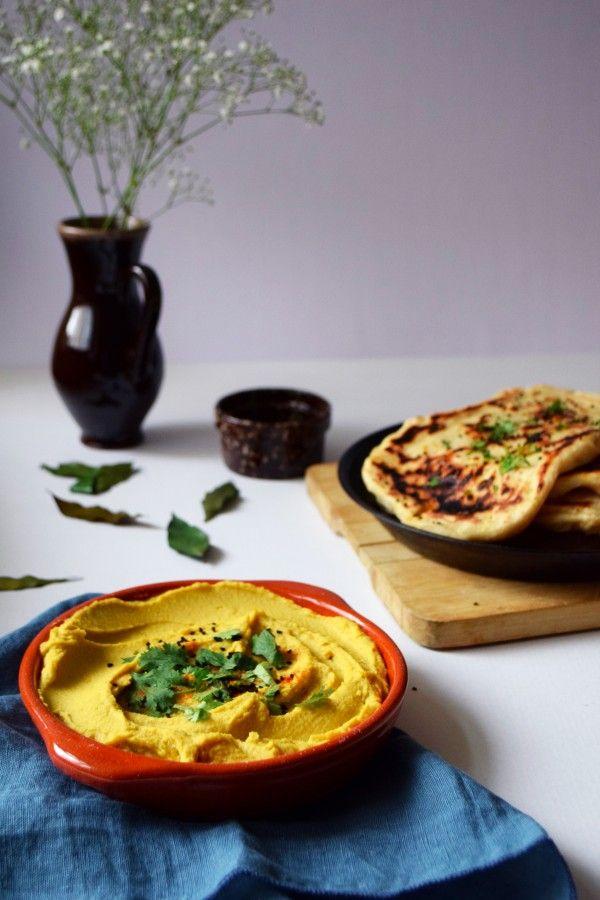 Naans and houmous de lentilles corail, coco, curry | http://www.inthemoodforfood.fr/naans-houmous-de-lentilles-corail-coco-curry/