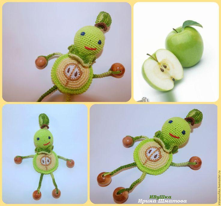 """Купить Погремушка вязаная """"Забавное яблочко"""" - погремушка вязаная, ручная авторская работа, тактильное развитие"""