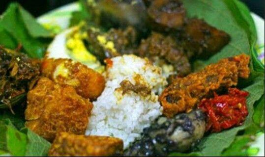 """Kuliner Khas Cirebon, """"Sega Jamblang"""""""