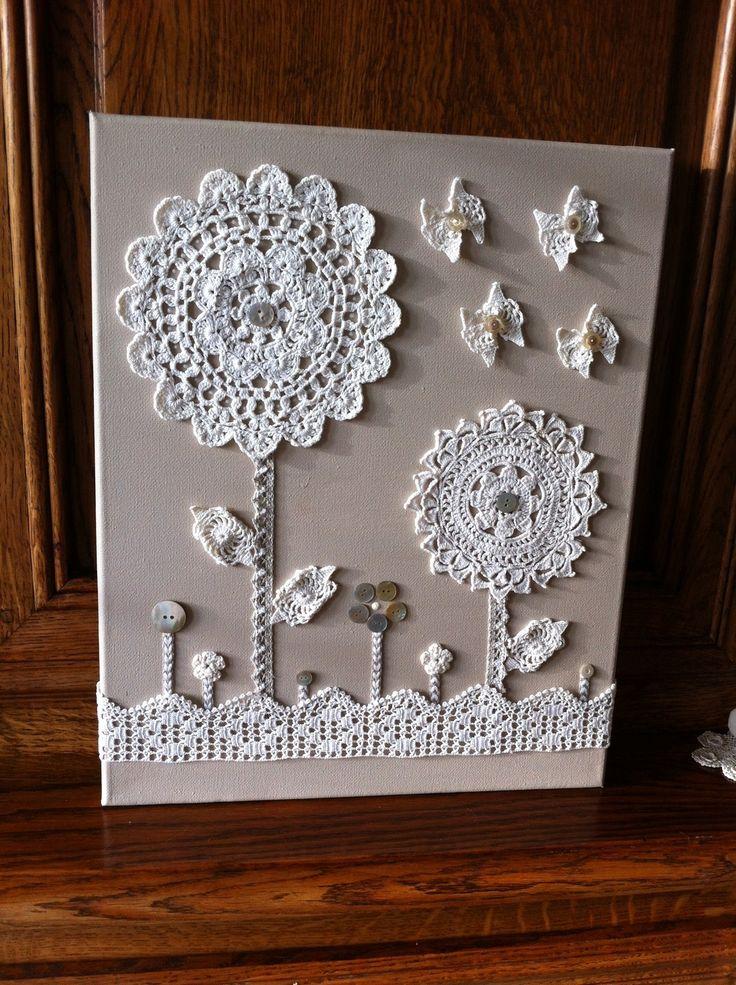 tableau shabby dentelle motif fleurs au crochet sur toile : Décorations murales…