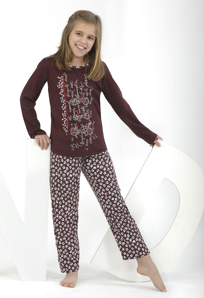 ¡Pijama color Marsala con estampado floreado! Precioso y a la última :)