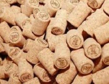 Dagli scarti del sughero nascono nuovi e bellissimi oggetti d'arredamento. Una azienda di Breganze (Vicenza), ha dato vita ad una linea di mobili e oggetti (Greencorks) completamente 'ecofriendly', utilizzando solo materiale di recupero.