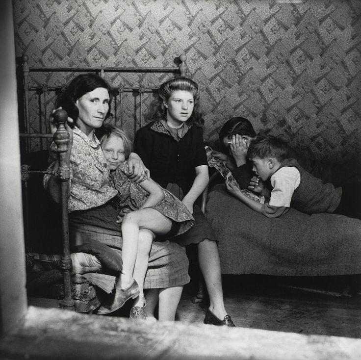 Family in Stepney by Edith Tudor-Hart ,1932.