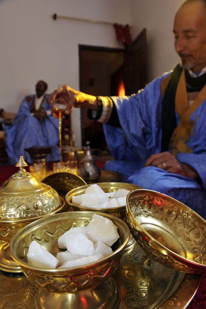 Le Thé au Maroc saharien, un art de vivre légendaire.